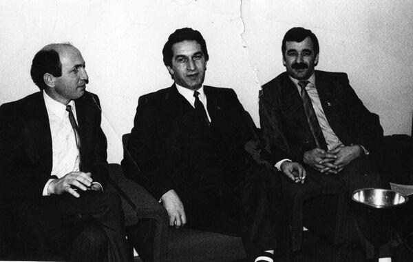 С.В. Зантария, В.Г. Ардзинба и Р. Аршба (слева направо). Архивное фото. - Sputnik Абхазия