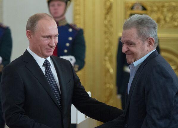 В.Путин вручил Государственные премии Российской Федерации 2013 года - Sputnik Абхазия