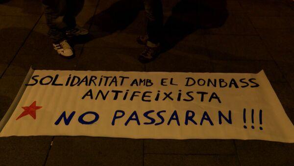 Антифашисты в Барселоне вышли на митинг с плакатами в поддержку Донбасса - Sputnik Абхазия
