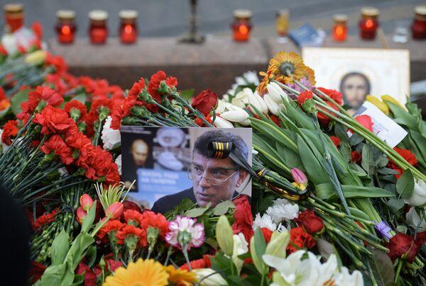 Цветы на месте убийства политика Бориса Немцова - Sputnik Абхазия