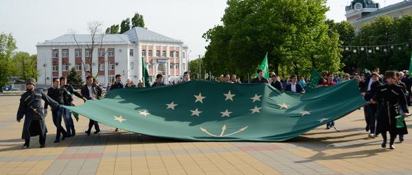 Флаг Республики Адыгея. Архивное фото. - Sputnik Абхазия