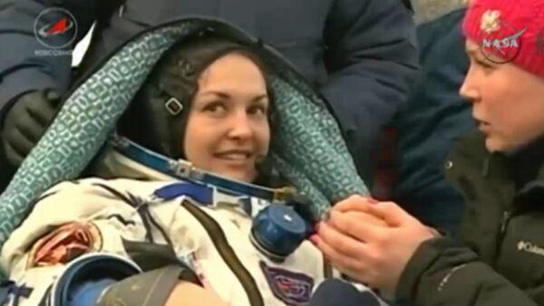 Экипаж с российской космонавткой вернулся с МКС. Кадры с места приземления - Sputnik Абхазия
