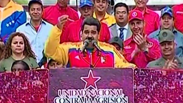 Жители Каракаса с флагами и плакатами вышли поддержать президента Венесуэлы - Sputnik Абхазия