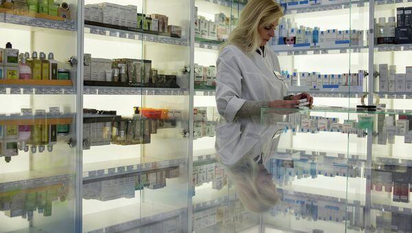 Сотрудница аптеки. Архивное фото. - Sputnik Абхазия
