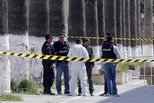 Полиция на месте атаки музея в Тунисе. 19 марта 2015. - Sputnik Абхазия