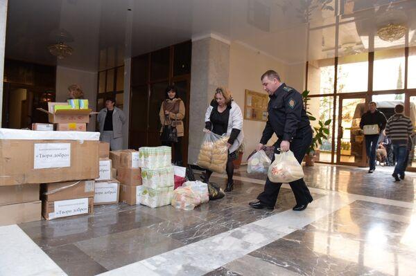 Гуманитарная помощь ФСБ России в Абхазии детям из Донбасса - Sputnik Аҧсны