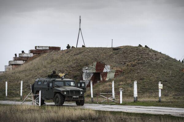 Переговоры украинских военных с представителями самообороны Севастополя на территории аэродрома Бельбек - Sputnik Абхазия