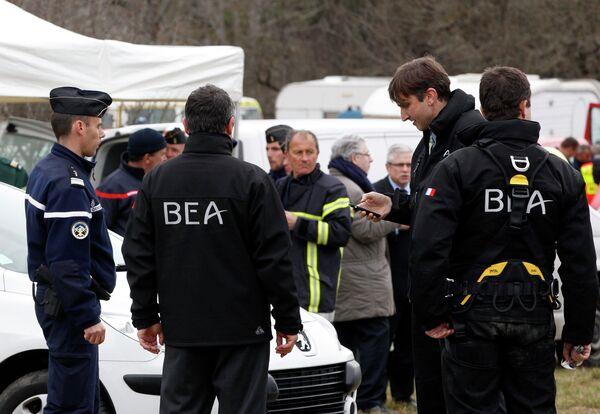 Члены BEA, французского агентства расследований авиакатастроф, в Сейн-лез-Альп. - Sputnik Абхазия