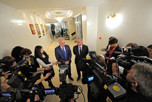 Рауль Хаджимба прибыл с рабочим визитом в Адыгею. - Sputnik Абхазия