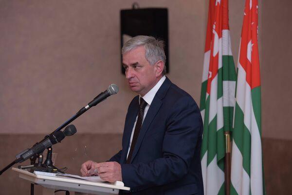 Президент Р.Д. Хаджимба на съезде партии ФНЕА. - Sputnik Абхазия
