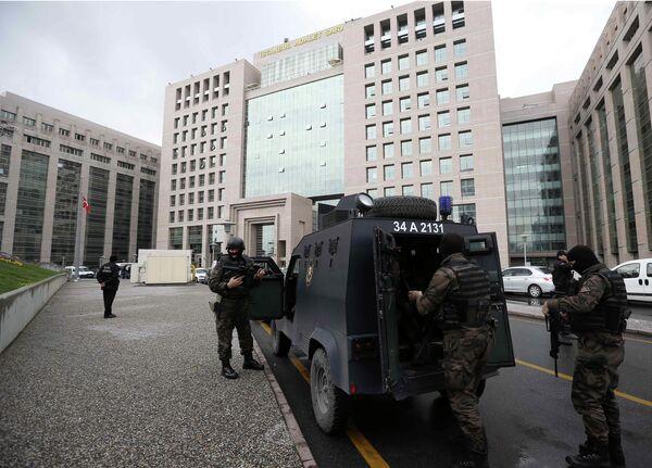 СМИ: двое вооруженных захватили здание правящей партии в Стамбуле - Sputnik Абхазия