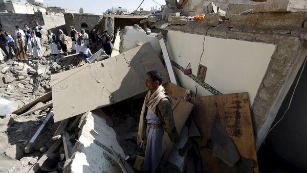 Последствие авиаударов на Сане, Йемен. 31 марта 2015. - Sputnik Абхазия