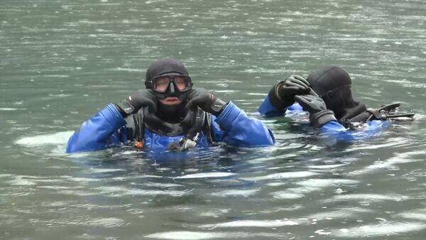 Водолазы МЧС Абхазии ведут поиски Вадима Мясникова, утонувшего в озере Рица - Sputnik Абхазия