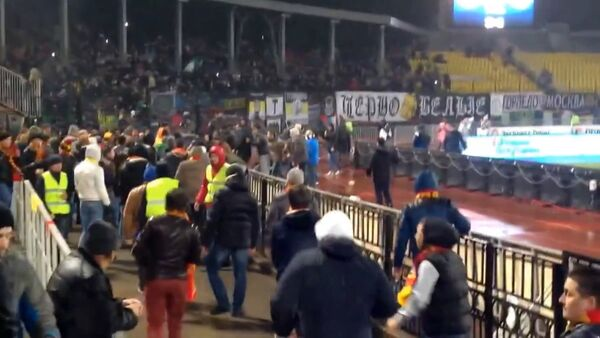 Драка на матче ЧР между футбольными фанатами Арсенала Торпедов Туле - Sputnik Абхазия