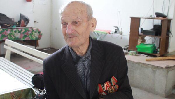 Ветеран Абрам Тахтаджян поделился воспоминаниями о службе военным водителем - Sputnik Абхазия
