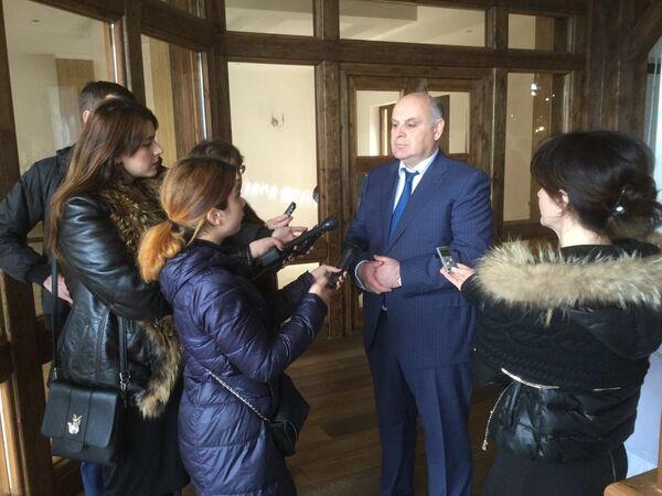 """Фонд социально-экономических и политических исследований """"Апра"""" был презентован в Абхазии Асланом Бжания - Sputnik Абхазия"""