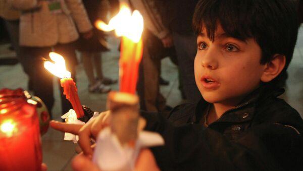 Благодатный огонь из Иерусалима. Архивное фото. - Sputnik Абхазия