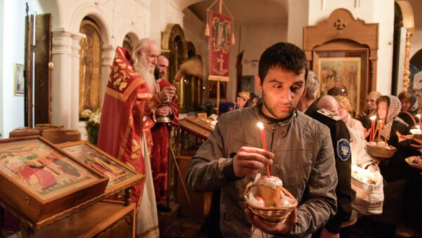 Пасхальное богослужение в Сухумском кафедральном соборе Благовещения Пресвятой Богородицы - Sputnik Абхазия