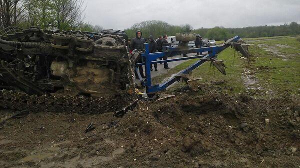 В селе Лабра на противотанковой мине подорвался трактор. Фото с места события. - Sputnik Абхазия