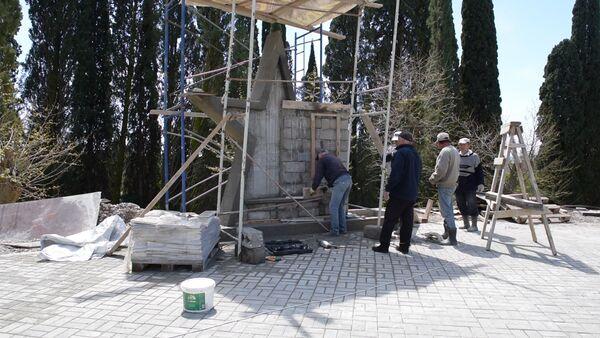 Строительство памятника в Новоафонской средней школе - Sputnik Абхазия