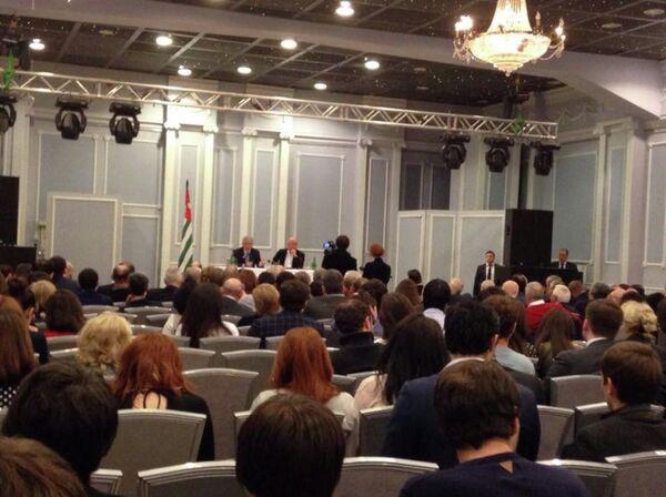 Встреча президента Абхазии Рауля Хаджимба с абхазской диаспорой в Москве. - Sputnik Абхазия