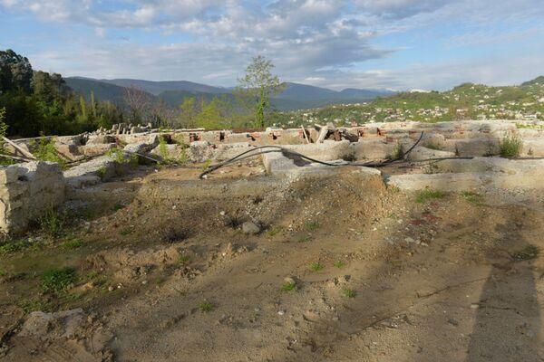 Фундамент дачи Аверкиева после сноса здания. - Sputnik Абхазия