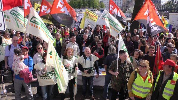 Десятки тысяч европейцев вышли на митинги против торгового соглашения с США - Sputnik Абхазия