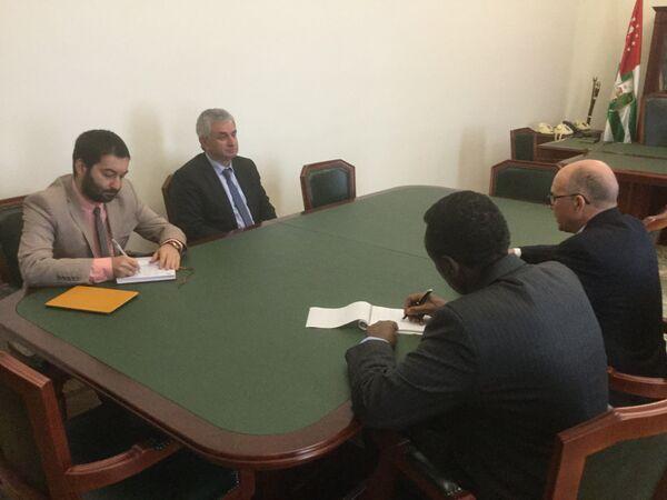 Президент Абхазии Рауль Хаджимба встретился с сопредседателями Женевских дискуссий по безопасности и стабильности в Закавказье. - Sputnik Абхазия
