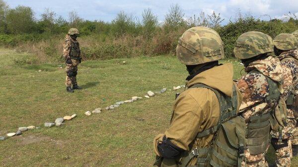 Российские пограничники тренировались в условиях, приближенным к боевым. - Sputnik Абхазия