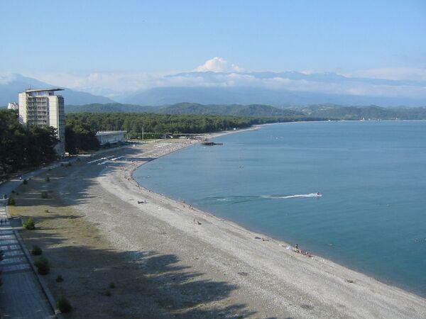 Пляж Пицунды. Архивное фото. - Sputnik Абхазия