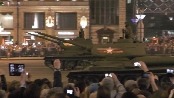 Ночная репетиция парад Победы. Кадры с Красной площади - Sputnik Абхазия