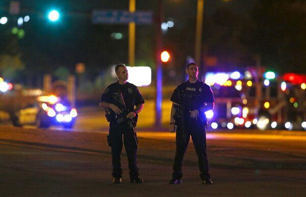 Полицейские блокируют перекресток после стрельбы на выставке карикатур на пророка Мухаммада в Техасе. - Sputnik Абхазия