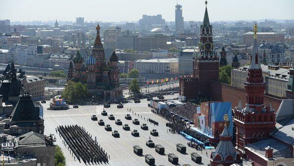 Вид Красной площади во время прохода армейской техники на военном параде. Архивное фото. - Sputnik Абхазия