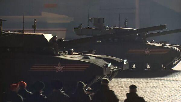 Зрители впервые увидели танк Т-14 Армата на репетиции парада Победы в Москве - Sputnik Абхазия