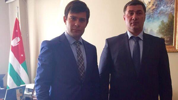 Вице-премьер Шамиль Адзынба и Представитель Абхазии в Турции Инар Гицба - Sputnik Абхазия