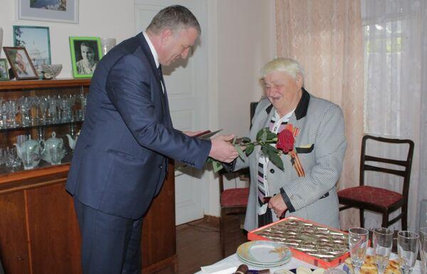 Руководство Гагры вручило ветеранам ВОВ юбилейные медали - Sputnik Абхазия