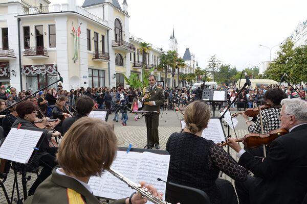 Государственный камерный оркестр дал праздничный концерт на набережной - Sputnik Абхазия