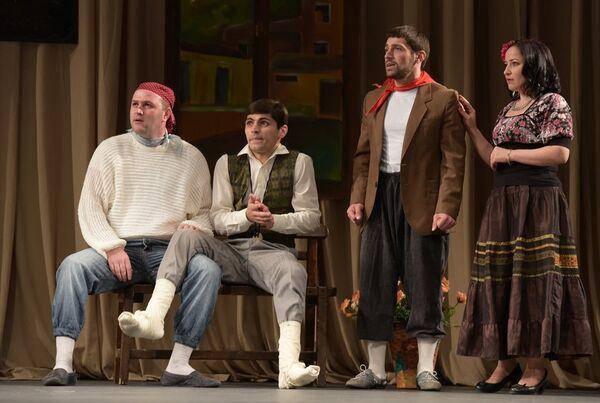 Пьесу Человек и джентльмен сыграли молодые абхазские  актеры - Sputnik Абхазия