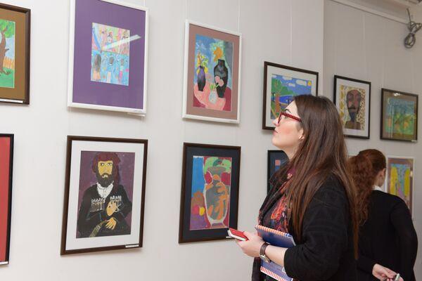 Выставка детских картин к 70-летию Ардзинба открылась в Сухуме - Sputnik Абхазия