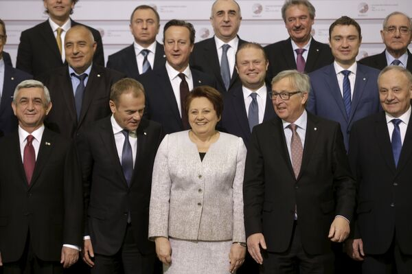 Главы государств и должностных лиц Европейского Союза позируют для фотографии на саммите Восточного партнерства в Риге, Латвии. Архивное фото. - Sputnik Абхазия