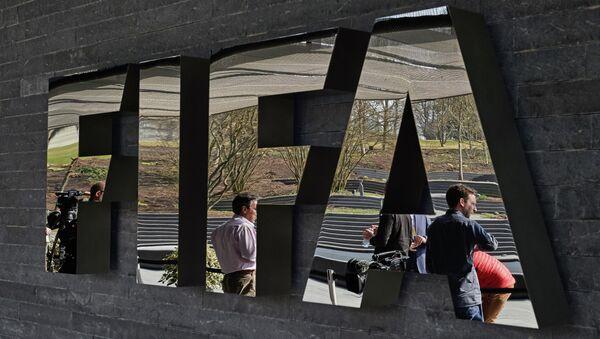 Логотип на стене штаб-квартиры FIFA в Цюрихе. Архивное фото. - Sputnik Абхазия