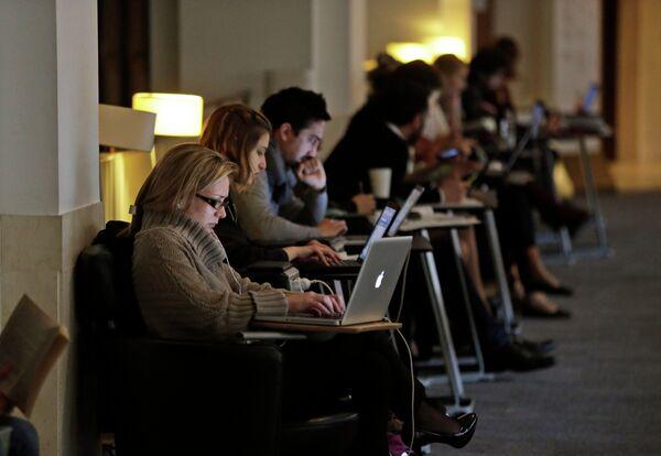 Пользователи: передача личных данных спецслужбам иногда оправдана - Sputnik Абхазия
