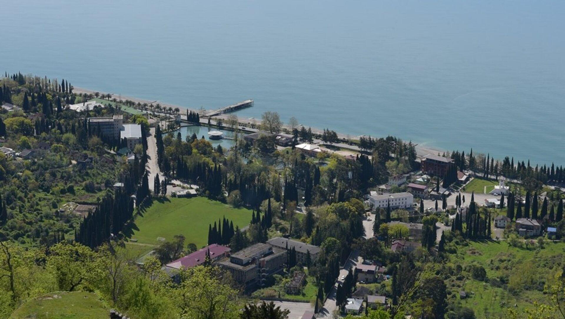 Вид с Иверской горы на Н. Афон. - Sputnik Абхазия, 1920, 27.09.2021