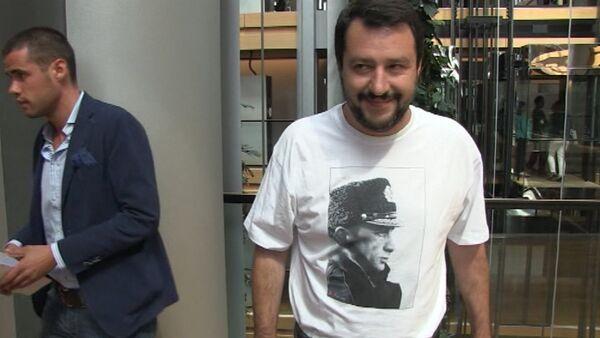 Мой ответ еврокретинам – итальянский политик о надетой им футболке с Путиным - Sputnik Абхазия