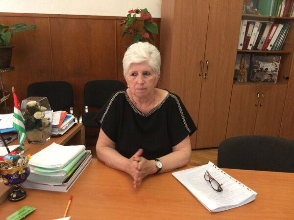 Директор 10-й школы Лариса Барциц. - Sputnik Абхазия