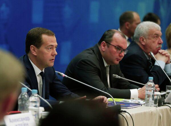 Медведев на съезде ЕР поднимет вопросы экономики и соцполитики - Sputnik Абхазия