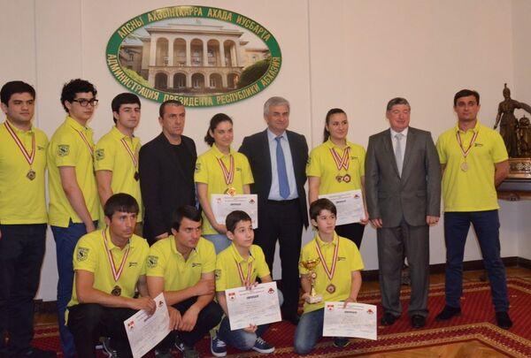 Встреча президента с абхазскими каратистами - Sputnik Абхазия