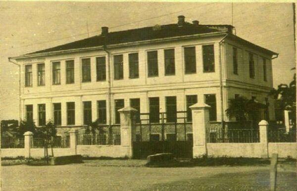 Здание греческой школы в конце 1930-х годов. Архивное фото. - Sputnik Абхазия