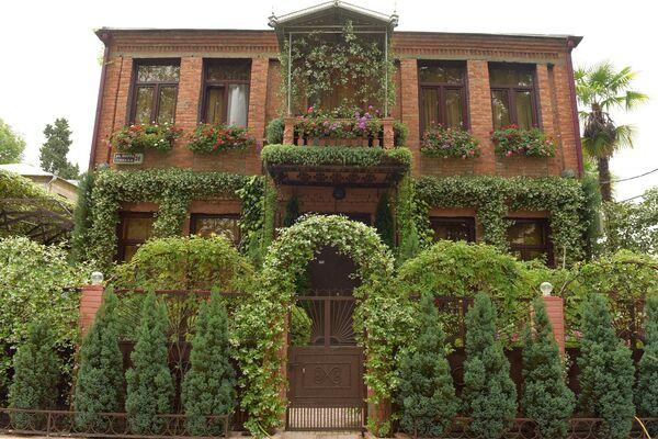 Дома с цветочным оформлением - Sputnik Абхазия