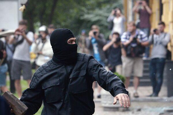 Неизвестные разгромили отделение Сбербанка России в Киеве - Sputnik Абхазия